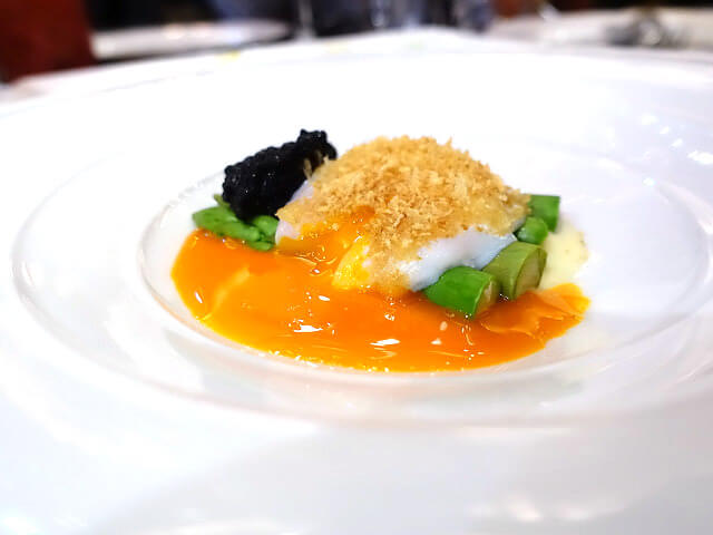 意大利溫泉蛋配蘆筍,魚子醬及滑薯蓉 ($128) Slow cooked Egg with asparagus, caviar and potato fondue